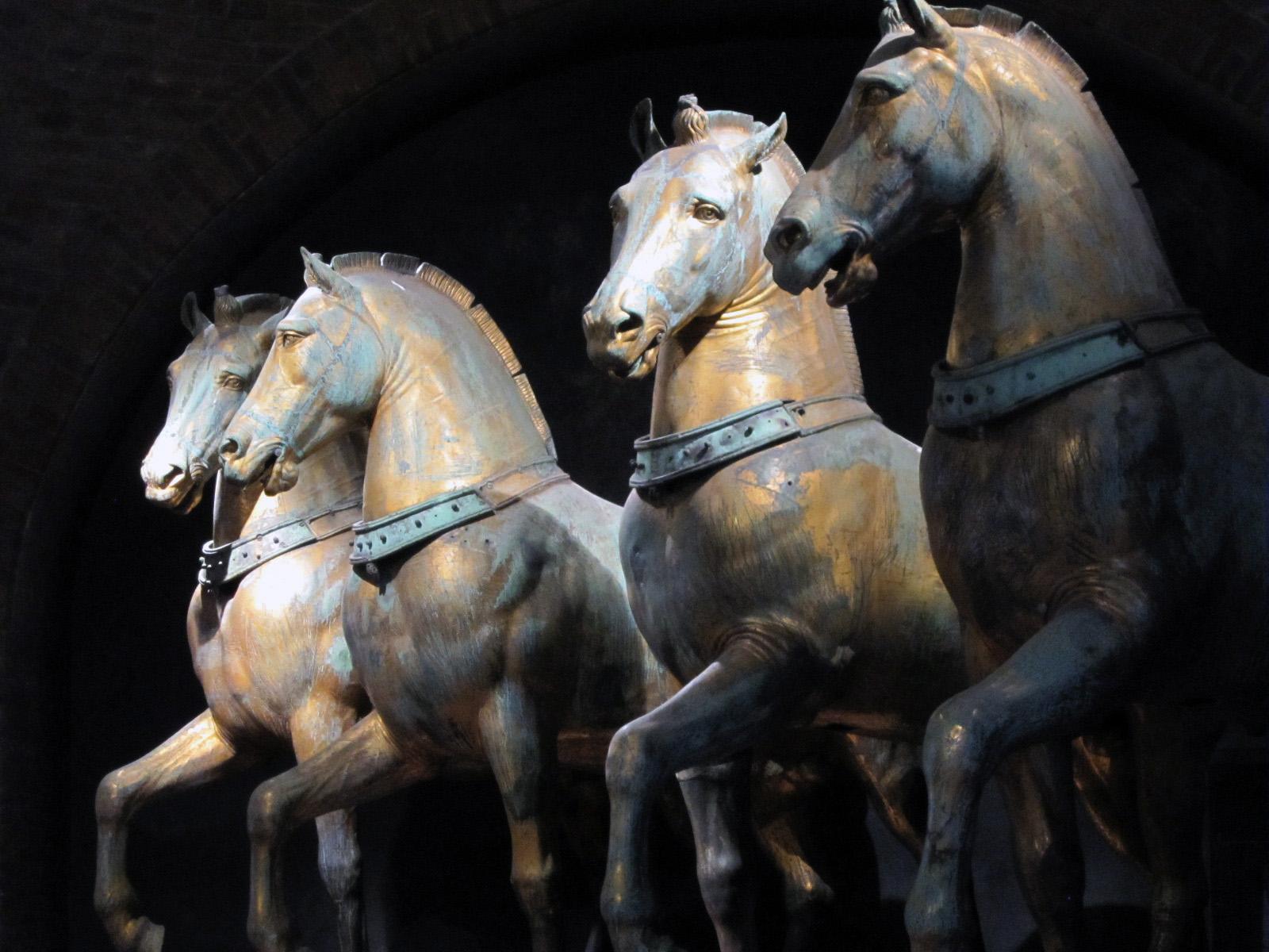23.venice.horses
