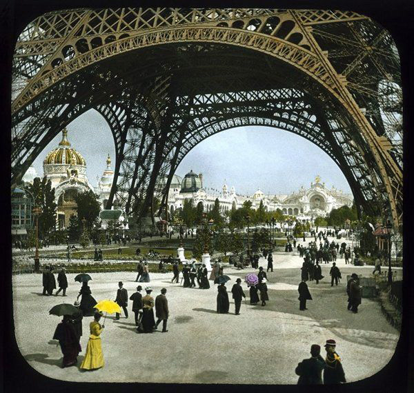 Paris_EiffelEntrance