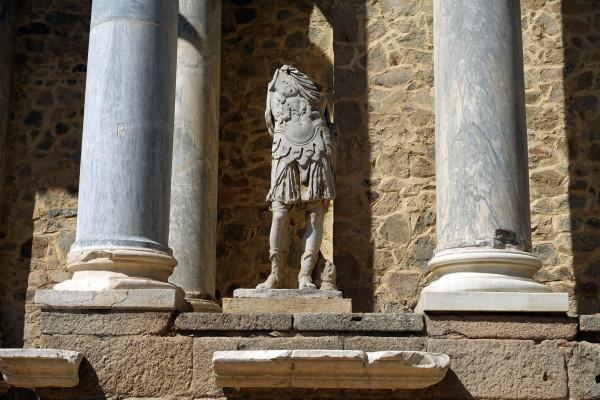 Theater_statue_1