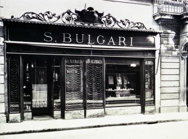 Front-of-the-Bulgari-shop-Via-dei-Condotti-1920s-Bulgari-Historical-Archive-1