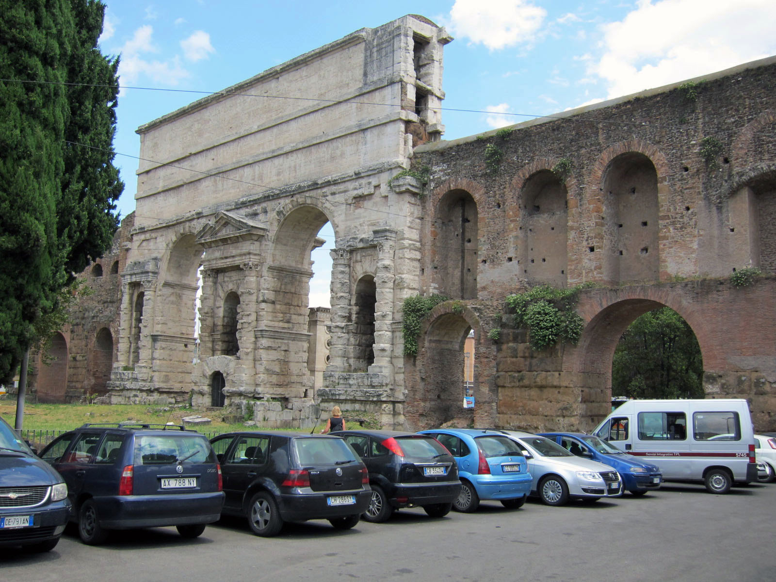 The walls and gates of rome rome on rome - Porta maggiore a roma ...