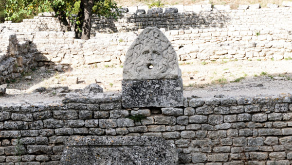 glanum_fountain_2
