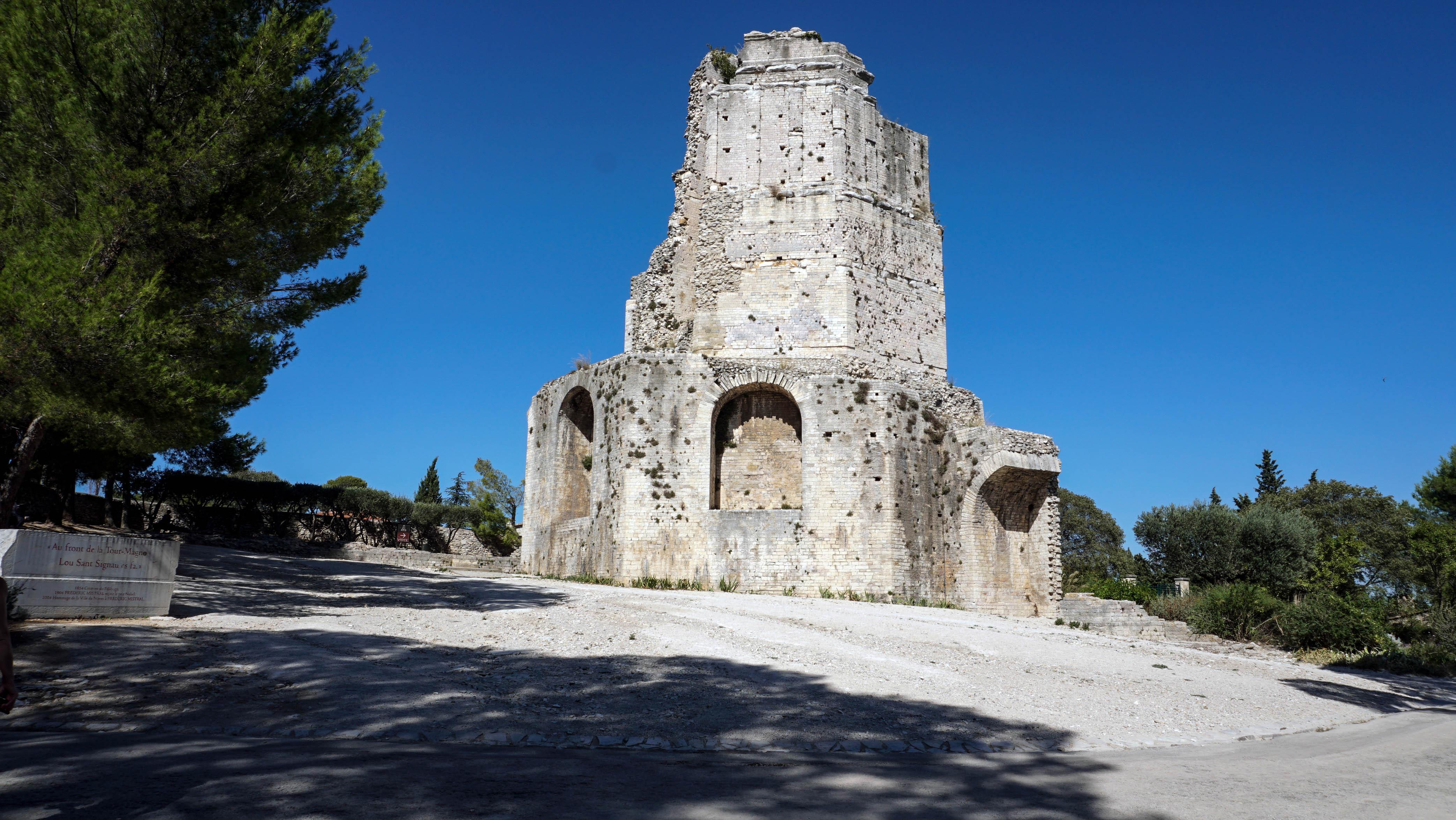 Rome on rome provence the roman province along the via domitia - Tour magne nimes ...