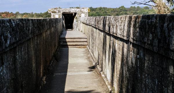 pont_du_gard_aqueduct_channel_2